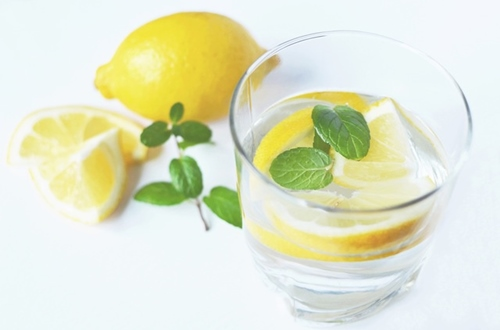 レモンを食べるとシミが出来る?!美白したいなら知っておくべきソラニンの影響