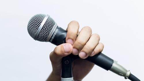 スピーチ画像